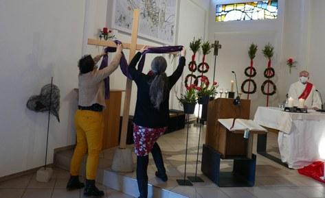 Kreuz zeigt den Beginn der Karwoche